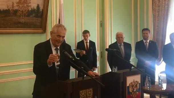 Земан пожаловался, что в посольстве РФ ему не налили водки