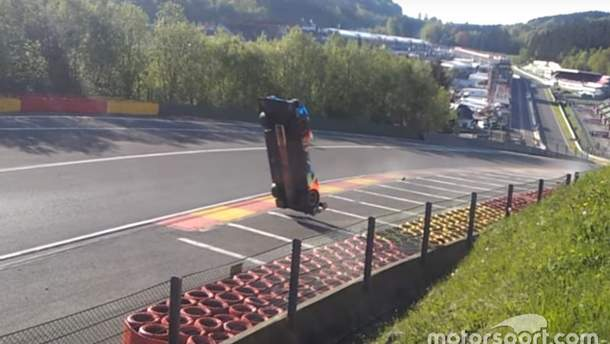 Размещено видео сногсшибательной трагедии русского гонщика нагонке вБельгии