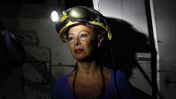 Женщинам разрешат работать в шахтах и поднимать тяжести, - Кабмин