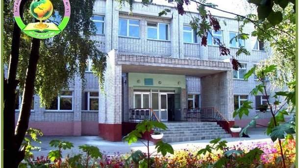 У Павлограді майже 700 учнів евакуювали зі школи через розпилення невідомої речовини