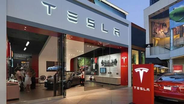 Электрокар Tesla попал в ДТП