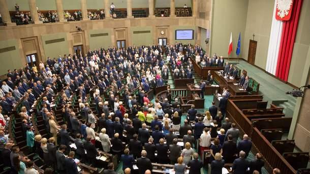 Сейм Польщі ухвалив рішення про скорочення зарплатні для депутатів
