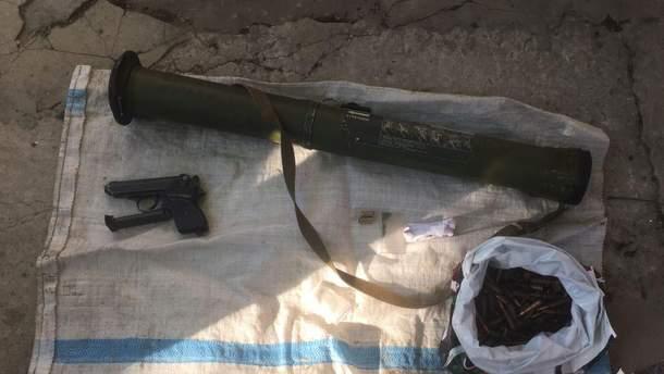 В Днепре наркосбытчик спрятал гранатомет под диваном