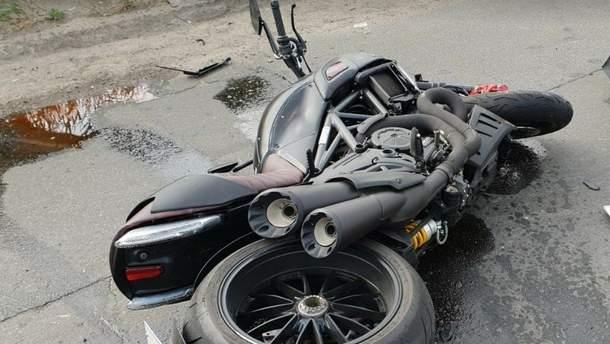Жуткое ДТП с мотоциклистом в Киеве