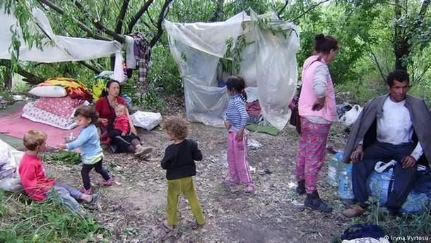 Посольство США призывает расследовать поджог лагеря ромов подо Львовом