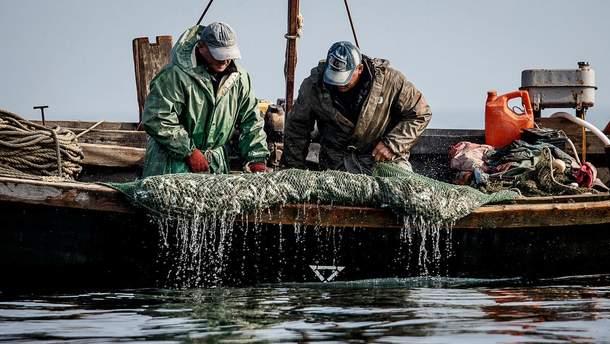 В Азовском море пропали украинские рыбаки: в России подтвердили задержание двух человек