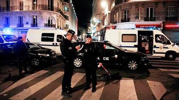С ножом на людей в Париже: что известно о нападавшем