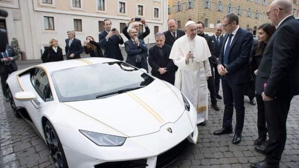 Lamborghini Папы Римского продали с аукциона: стало известно, куда уйдет кругленькая сумма