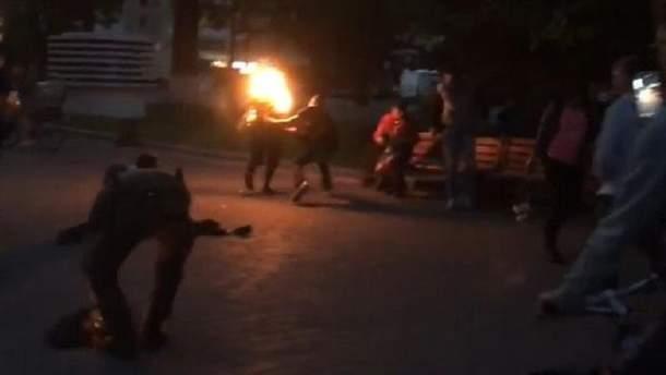 Чоловік підпалив себе у центрі Луцька