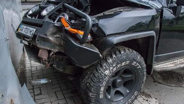 УКиєві Toyota врізалася в піцерію: постраждали діти
