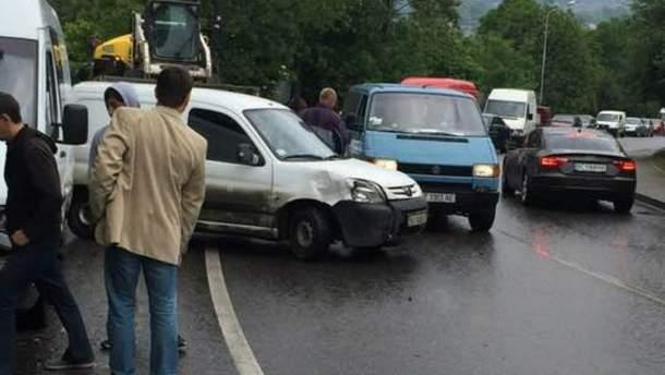 Сразу семь автомобилей столкнулись во Львове