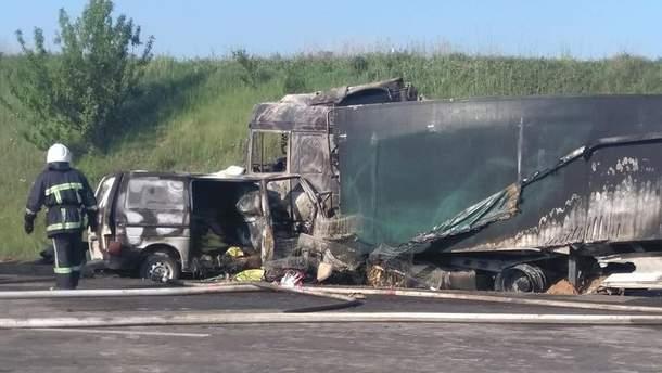 Смертельна ДТП на Рівненщині: водій загинув, авто спалахнуло