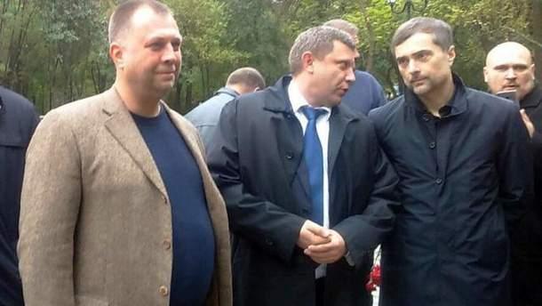 Захарченко в оточенні своїх посіпак
