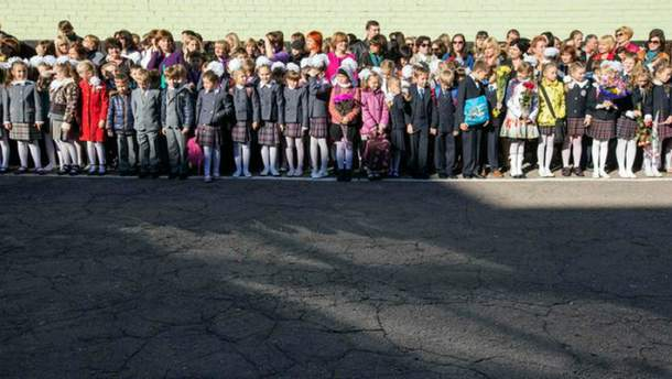 В Министерстве образования хотят запретить школьные линейки
