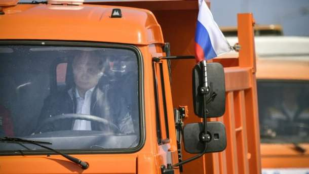 Путін проїхався по Кримському мості з порушеннями ПДР