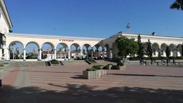 Вокзал в оккупированном Россией Симферополе поражает пустотой