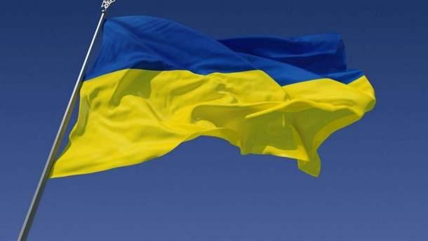 На Сумщині чоловік понівечив державні прапори: так він висловив свою зневагу до України