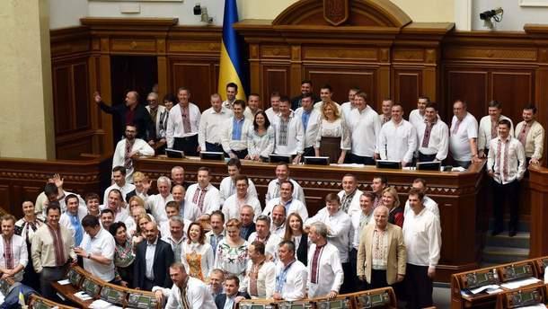 Народные депутаты в вышиванках