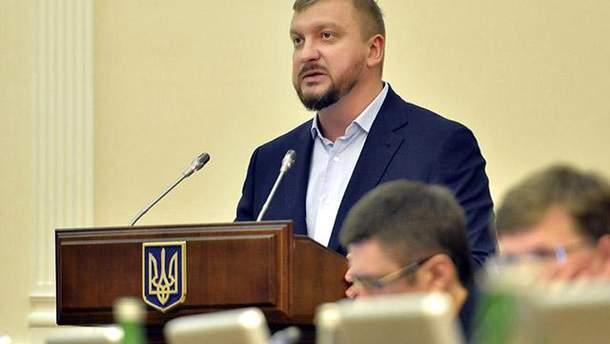 Петренко завил о начале работы электронного реестра предприятий-должников зарплаты
