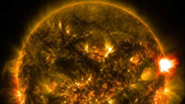 NASA показало Солнце в необычном цвете