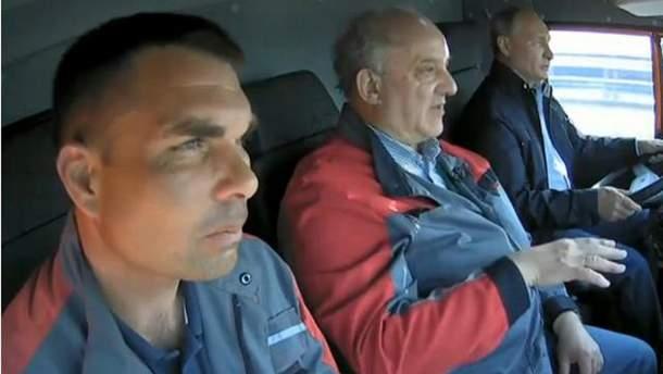 Путин прокатился по Крымскому мосту не пристегнутым