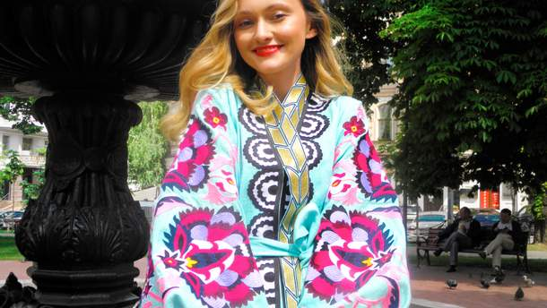 Юлия Магдыч в своей авторской вышиванке