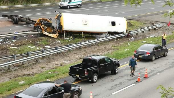 ВСША перевернулся автобус сдетьми, есть погибшие