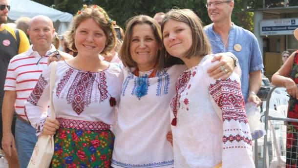 Христя Фриланд приняла участие в флешмобе к Всемирному дню вышиванки