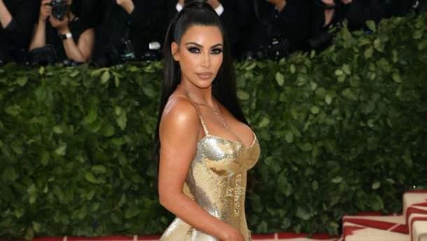 Ким Кардашян показала снимок без макияжа