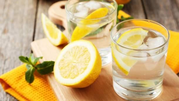 Лимонна вода полегшує симптоми захворювань