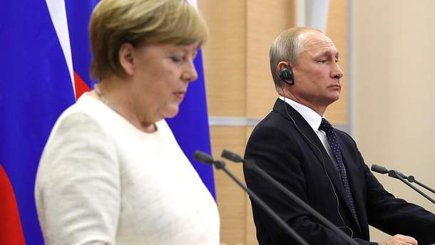 """Путін обговорив уз Меркель """"нормандський формат"""""""