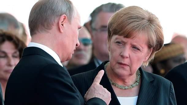 Меркель поговорит с Порошенко о задержании директора