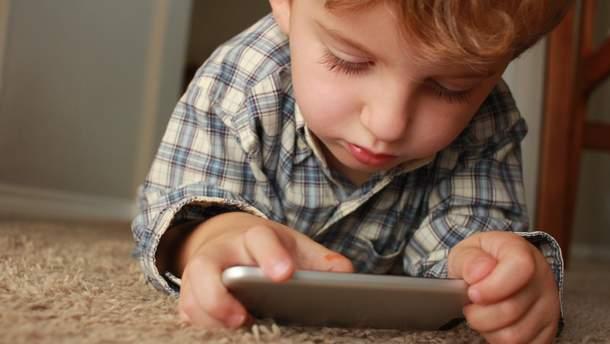 Чтобы иметь равные со сверстниками возможности детям нужен доступ к сети
