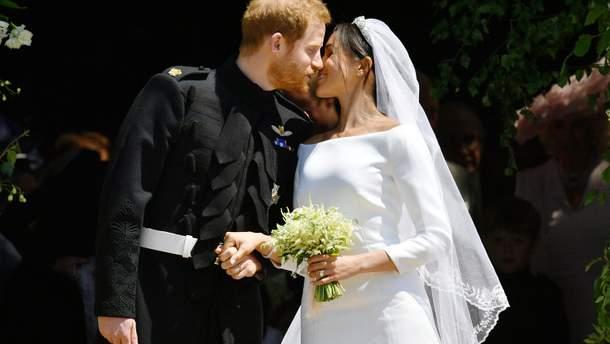 Первый поцелуй принца Гарри и Меган Маркл: фотофакт