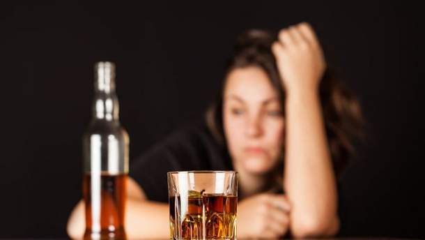 """""""Моя мама почала чудити"""": дитина викликала поліцію через матір-п'яницю"""