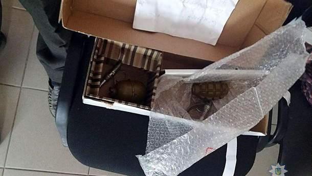 На Донетчине мужчина отправлял гранаты по почте