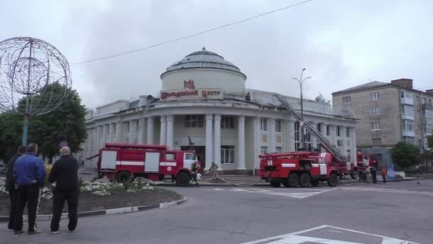 На Житомирщине горел молодежный центр: огонь перекинулся с пивной ресторации