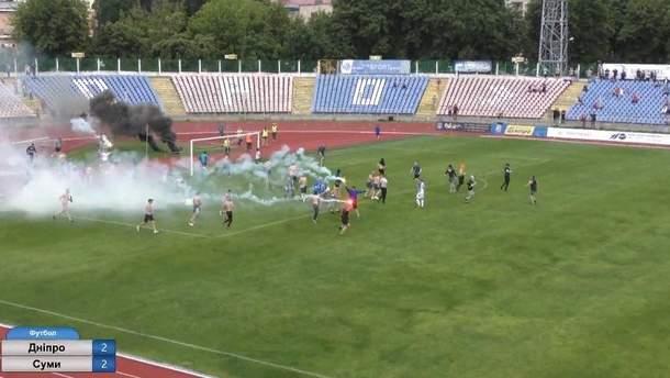 У Черкасах на стадіоні сталася масова бійка між вболівальниками та поліцією