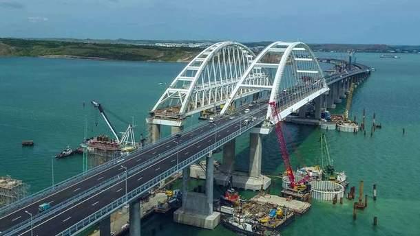 Український блогер проїхався Кримським мостом