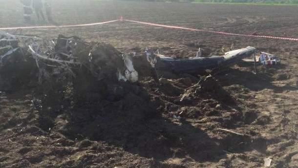 В России легкомоторный самолет Су-29 совершил жесткую посадку, в результате чего развалился, а пилот погиб