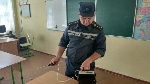 У Миколаєві евакуювали майже півтисячі учнів
