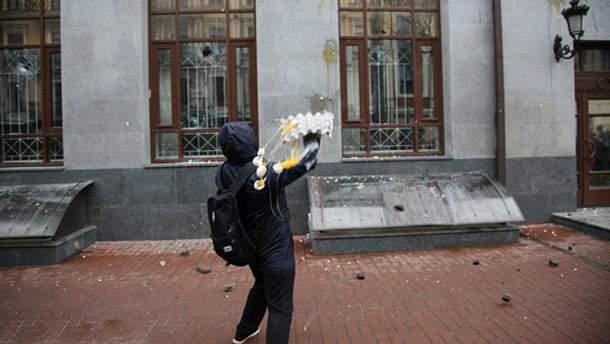 В Одессе активисты закидали яйцами офис бизнесмена