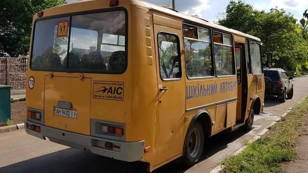 В Донецкой области во время движения загорелся школьный автобус с детьми