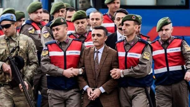 У Туреччині 104 екс-офіцери отримали довічне ув'язнення