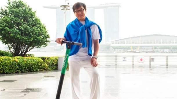 Джеки Чан запустил сервис аренды электросамокатов