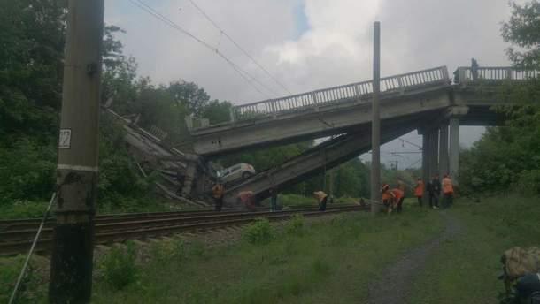 Как выглядит взорванный мост, который соединял Хрустальный с Луганском: появилось видео