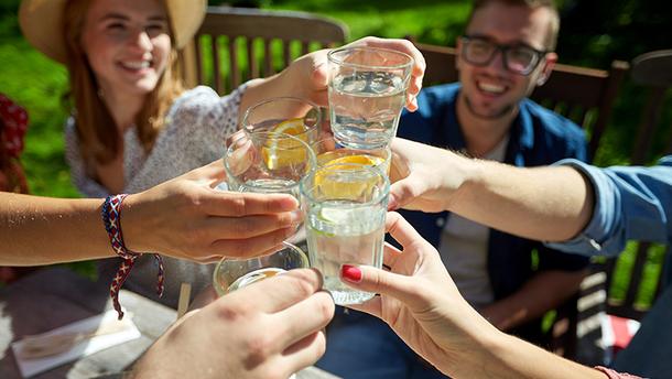Скільки рідини потрібно пити