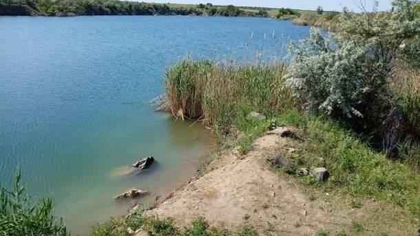 На Миколаївщині рятувальники з кар'єру витягнули бездиханне тіло напередодні зниклої 19-річної дівчини