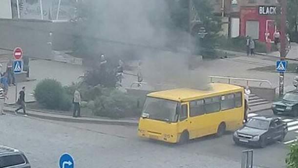 У центрі Донецька вибухнула маршрутка