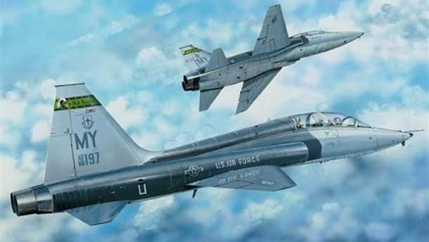 Військовий літак розбився у США: пілоти встигли катапультуватися